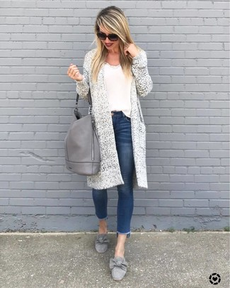 How to Wear Grey Suede Loafers For Women: Pairing a white knit open cardigan and blue skinny jeans will prove your styling expertise even on off-duty days. Add a pair of grey suede loafers to your look for a dash of sophistication.