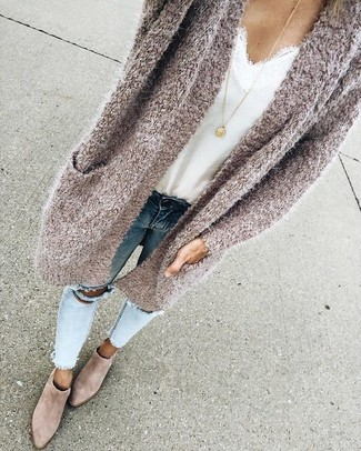 How to Wear Light Blue Ripped Skinny Jeans: You'll be amazed at how easy it is to get dressed like this. Just a beige knit open cardigan and light blue ripped skinny jeans. A cool pair of beige suede ankle boots is an easy way to add an added dose of polish to this outfit.