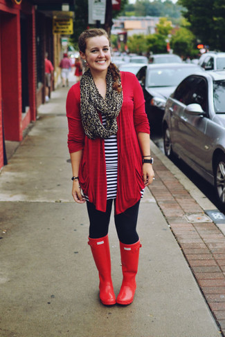 Wear a red open cardigan and a Brooks Brothers Leopard Silk Chiffon Oblong to create a great weekend-ready look. Red rain boots will add a new dimension to an otherwise classic outfit. An ensemble like this makes it easy to embrace weird transitional season.