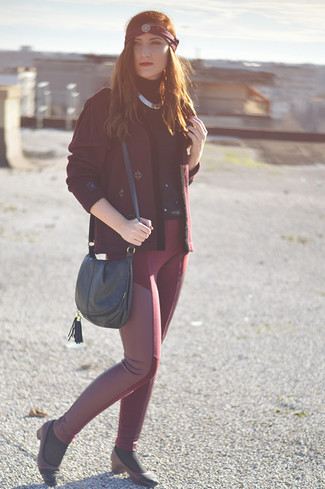 A nicely put together combination of a burgundy open cardigan and burgundy leather skinny pants will set you apart effortlessly. And it's a wonder what a pair of burgundy leather pumps can do for the look. When leaves change color and autumn is in the air, you'll appreciate how great this ensemble is for in-between weather.