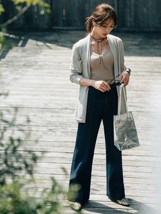 How to Wear Navy Denim Wide Leg Pants: This casual combo of a grey open cardigan and navy denim wide leg pants is super easy to pull together in no time, helping you look amazing and prepared for anything without spending too much time going through your wardrobe. A pair of grey snake leather ankle boots easily ramps up the glamour factor of any outfit.