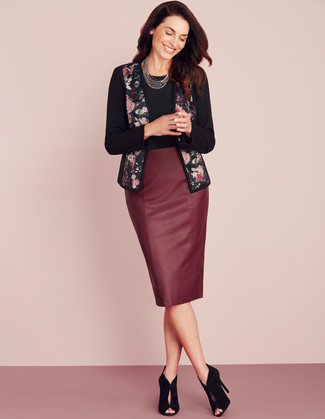 How to Wear a Pencil Skirt: Such pieces as a black floral open jacket and a pencil skirt are an easy way to inject extra cool into your off-duty lineup. Balance this look with a classier kind of shoes, such as this pair of black cutout suede ankle boots.