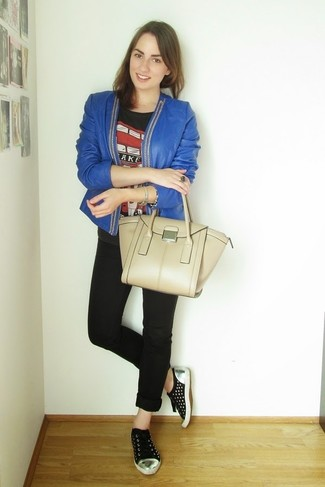 How to wear: blue leather open jacket, black print crew-neck t-shirt, black skinny jeans, black low top sneakers
