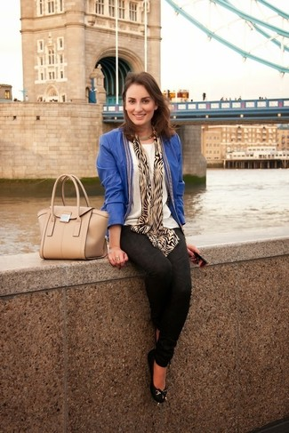 How to wear: blue leather open jacket, black print skinny jeans, black leather ballerina shoes, beige leather satchel bag