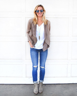 How to wear: grey leather open jacket, white v-neck t-shirt, blue ripped skinny jeans, grey suede ankle boots