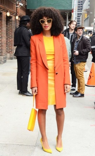 This combination of an orange coat and a yellow sheath dress epitomizes elegance and refined comfort. Green-yellow leather pumps are a fitting choice here. When it comes to dressing for transeasonal weather, nothing beats a knockout outfit that will keep you snug and looking your best.