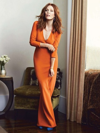 How to Wear Blue Suede Pumps: Rock an orange maxi dress to create a stylish outfit. Feeling bold today? Switch things up by rounding off with blue suede pumps.