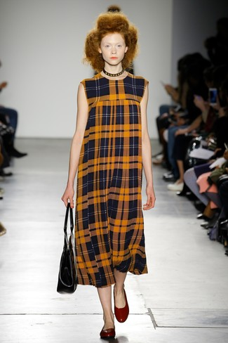 Rock an orange plaid midi dress and you'll look like a total babe. A pair of ballet flats will be a stylish addition to your outfit.