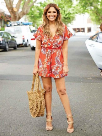 Tan Straw Tote Bag Outfits: An orange print playsuit and a tan straw tote bag paired together are a covetable getup for those dressers who love ultra-cool combinations. Tan leather heeled sandals will instantly spruce up even the simplest look.
