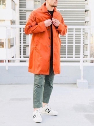 Mustard Raincoat with Pants Outfits For Men: One of the coolest ways for a man to style a mustard raincoat is to marry it with pants in an off-duty getup. With footwear, go for something on the classier end of the spectrum by sporting a pair of white and black leather low top sneakers.