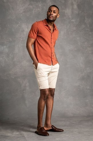 1200+ Outfits For Men In Their 30s: To don a relaxed outfit with a clear fashion twist, opt for an orange short sleeve shirt and white shorts. Dark brown leather loafers are guaranteed to inject an added dose of class into this outfit. On the lookout for fashion for young gentlemen? This combination should go straight to your inspiration folder.