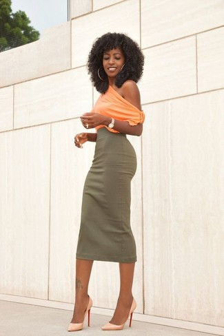Orange Leather Pumps Outfits: Master casual in an orange sleeveless top and an olive midi skirt. Feeling venturesome today? Smarten up this outfit by rocking a pair of orange leather pumps.