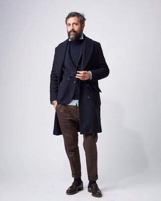 This ensemble clearly illustrates it pays to invest in such pieces as a Gucci Navy Textured Wool Two Button Blazer and dark brown chinos. Tap into some David Gandy dapperness and complete your look with dark brown leather tassel loafers. This combination is a practical illustration you can still be fashionable while bundled up.