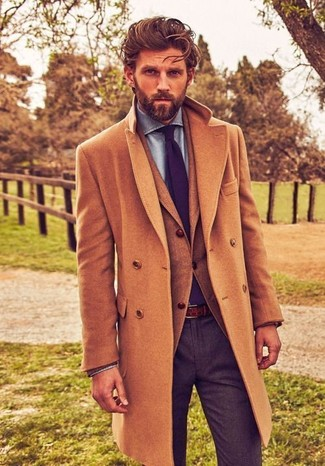 How to Wear a Violet Tie For Men: This sophisticated pairing of a camel overcoat and a violet tie is a must-try getup for any man.