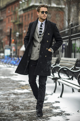 Consider pairing a black overcoat with black chinos if you want to look sharp without putting much effort. Want to go easy on the shoe front? Go for a pair of black suede desert boots for the day. We love that this outfit is great when winter weather settles in.