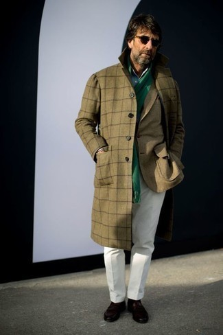 Which Overcoat To Wear With Dark Brown Casual Boots: Opt for an overcoat and white dress pants and you will certainly make an entrance. Add a bit more edginess to by finishing off with a pair of dark brown casual boots.