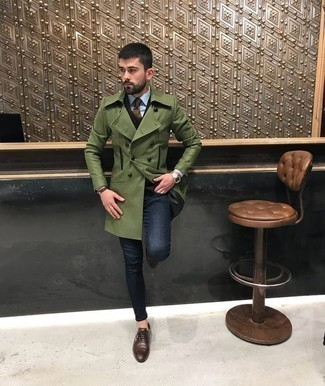 How to Wear an Olive Overcoat: For a look that's city-style-worthy and effortlessly classic, wear an olive overcoat and navy jeans. Class up your look with the help of a pair of brown leather oxford shoes.