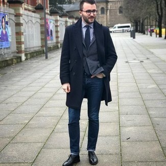 Charcoal Blazer Outfits For Men: A charcoal blazer and navy jeans are the kind of a tested ensemble that you need when you have no time to dress up. For a more polished twist, why not add black leather oxford shoes to the mix?