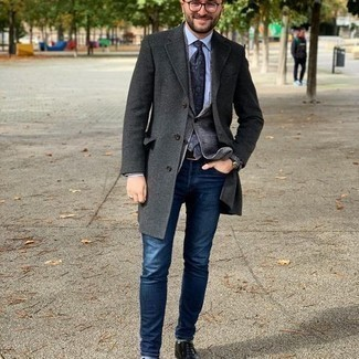 Grey Blazer with Blue Jeans Cold Weather Outfits For Men: This casual pairing of a grey blazer and blue jeans is super easy to pull together in no time, helping you look seriously stylish and prepared for anything without spending a ton of time searching through your wardrobe. Black leather oxford shoes will give an element of refinement to an otherwise mostly dressed-down ensemble.
