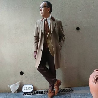 Brown Suede Derby Shoes Outfits: For masculine elegance with a modern take, you can easily wear a beige overcoat and dark brown dress pants. To add a mellow vibe to your look, throw in brown suede derby shoes.