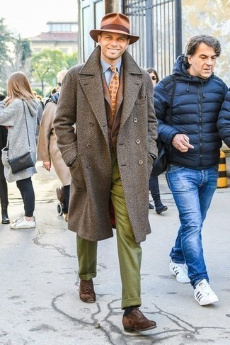 Jacket Outfits For Men: Combining a jacket with olive wool dress pants is an amazing idea for a dapper and classy look. Add dark brown suede oxford shoes to the equation to easily dial up the style factor of this outfit.