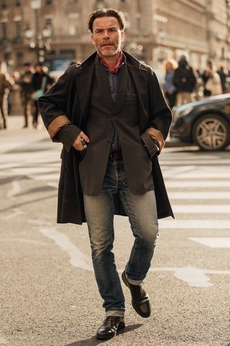Red Bandana Outfits For Men: A dark brown overcoat and a red bandana combined together are a sartorial dream for those dressers who prefer casual getups. Feeling bold today? Spruce up your look by slipping into a pair of dark brown leather brogues.