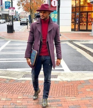 Grey Blazer with Blue Jeans Chill Weather Outfits For Men: If you're a fan of casual looks, why not dress in a grey blazer and blue jeans? A great pair of olive leather oxford shoes is an effortless way to bring a touch of refinement to your look.