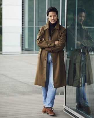Dark Green Socks Outfits For Men: Go for a pared down yet casual and cool choice by marrying a brown overcoat and dark green socks. Take your getup a classier path by finishing with a pair of brown suede oxford shoes.