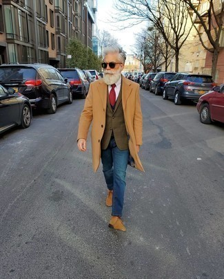 How to Wear a Blazer For Men: A blazer and blue jeans work together smoothly. If you're clueless about how to round off, a pair of tan suede desert boots is a surefire option.