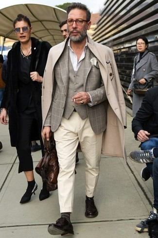 Grey Blazer with Derby Shoes Dressy Outfits After 50: A grey blazer looks so elegant when teamed with beige dress pants in a modern man's combo. The whole look comes together if you introduce derby shoes to your look. No doubt, a nice pick when it comes to style for 50-year-old gents.