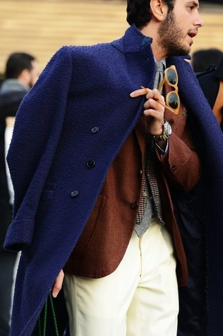 No matter where you go over the course of the evening, you'll be stylishly prepared in a navy overcoat and a Thom Browne Classic Weave Wool Blend Skinny Tie. As you can see, this ensemble is on-trend and will provide the necessary warmth forgetting through winterwith ease.