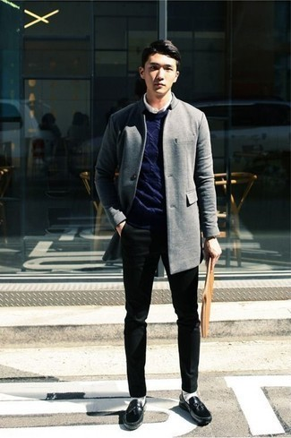 How to Wear Tassel Loafers: Elevate your menswear game to new heights by pairing a grey overcoat and black chinos. To add some extra depth to this outfit, complement your look with tassel loafers.