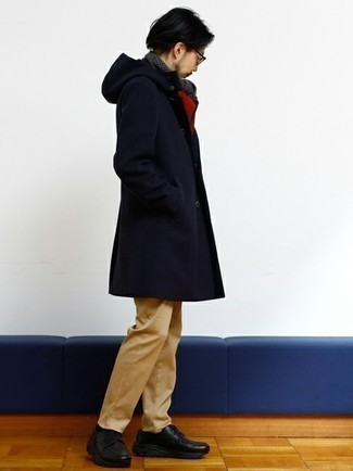 Khaki Chinos Outfits: A navy overcoat and khaki chinos combined together are a sartorial dream for gents who appreciate effortlessly neat styles. Balance out your outfit with a classier kind of shoes, such as these black chunky leather derby shoes.