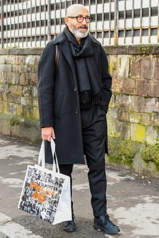 How to Wear Black Dress Pants For Men: To look modern and dapper, pair a black overcoat with black dress pants. If you want to effortlesslly tone down this outfit with one piece, why not complete your ensemble with a pair of black leather low top sneakers?