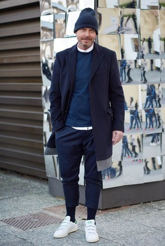 How to Wear White Leather Low Top Sneakers For Men: When the dress code calls for a casually smart outfit, consider wearing a navy overcoat and navy chinos. Why not take a more relaxed approach with footwear and introduce white leather low top sneakers to the equation?