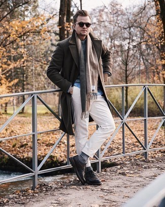Grey Socks Outfits For Men: Rock a dark brown overcoat with grey socks if you seek to look cool and casual without exerting much effort. Hesitant about how to complement this outfit? Wear black leather brogues to amp it up.