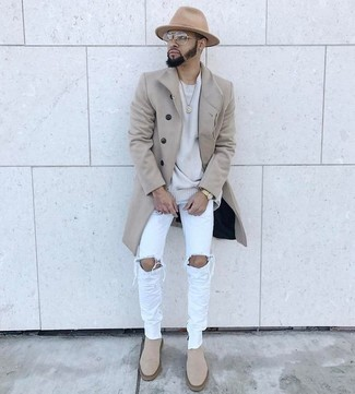 How to wear: beige overcoat, grey crew-neck sweater, light blue ripped skinny jeans, beige suede chelsea boots