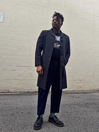 Navy Overcoat Outfits: For an ensemble that's effortlessly smart and envy-worthy, team a navy overcoat with navy chinos. A pair of black chunky leather derby shoes effortlessly kicks up the style factor of any outfit.