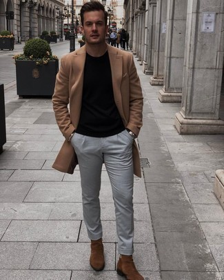 Black Crew-neck T-shirt Outfits For Men: Parade your expertise in menswear styling by marrying a black crew-neck t-shirt and grey chinos for an off-duty outfit. Rev up the formality of your ensemble a bit by sporting a pair of brown suede chelsea boots.