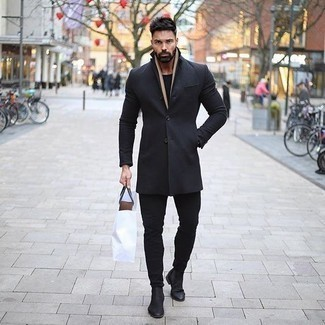 How to Wear Black Jeans In Cold Weather For Men: Showcase your sartorial game by teaming a black overcoat and black jeans. Give an elegant twist to an otherwise standard outfit by finishing with black suede chelsea boots.