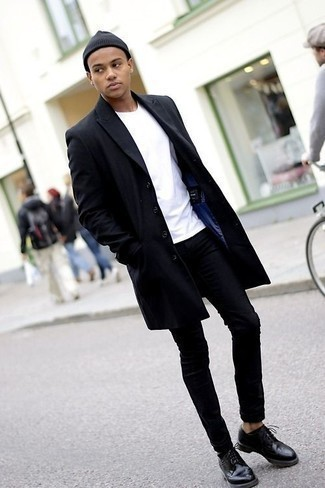 Black Jeans Spring Outfits For Men In Their Teens: This combo of a black overcoat and black jeans is a never-failing option when you need to look seriously stylish but have no time to dress up. A pair of black leather derby shoes can effortlessly elevate any ensemble. So so as you can see, it's a stylish, not to mention spring-friendly, look to keep in your transitional rotation. Those wondering how to pull off classic and casual style as you go through your adolescence, you have your answer.