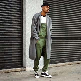 A grey overcoat and a Brixton Borrego Beanie will showcase your sartorial self. Make your outfit more fun by finishing off with black and white canvas low top sneakers. When spring is in full effect, you'll appreciate how great this ensemble is for unpredictable spring weather.