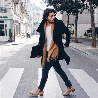 This combination of a black overcoat and navy blue skinny jeans is perfect for a night out or smart-casual occasions. Take a classic approach with the footwear and grab a pair of beige suede chelsea boots. This is a goofproof option for an awesome transition getup.