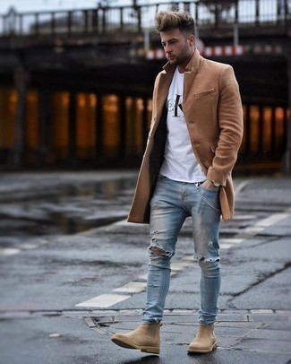 How to Wear a White Print Crew-neck T-shirt In Cold Weather For Men: Pair a white print crew-neck t-shirt with light blue ripped skinny jeans for an easy-to-create menswear style. Complement this outfit with tan suede chelsea boots to instantly change up the getup.