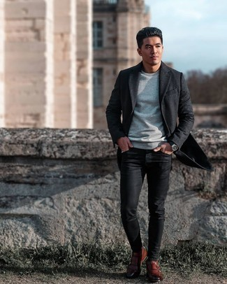 Grey Crew-neck T-shirt Outfits For Men: Marrying a grey crew-neck t-shirt and black skinny jeans will allow you to assert your prowess in menswear styling even on lazy days. A pair of brown leather double monks easily turns up the classy factor of this look.