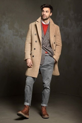 Dress in a camel overcoat and INC International Concepts men's Jeans Ciro Skinny Jeans to achieve new levels in outfit coordination. Brown leather casual boots are an easy option here. Loving how great this combo is to keep you equal parts warm and stylish come cold days.