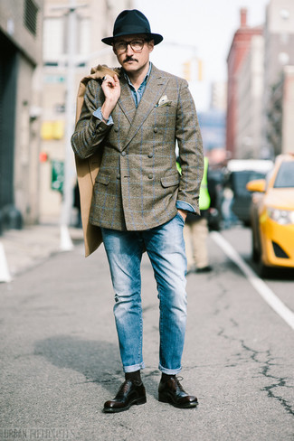 How to Wear a Blue Denim Shirt For Men: The pairing of a blue denim shirt and blue jeans makes for a kick-ass laid-back look. To give your overall outfit a sleeker vibe, why not add a pair of dark brown leather oxford shoes to the mix?