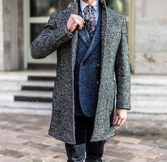 How to wear: grey overcoat, blue wool double breasted blazer, light violet dress shirt, black chinos