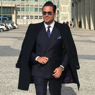 Something as simple as opting for a black overcoat and an Armani Collezioni men's Solid Satin Tie Navy can potentially set you apart from the crowd. As you can see here, it's very easy to look on-trend and stay toasty when chillier days are here, all thanks to getups like this.