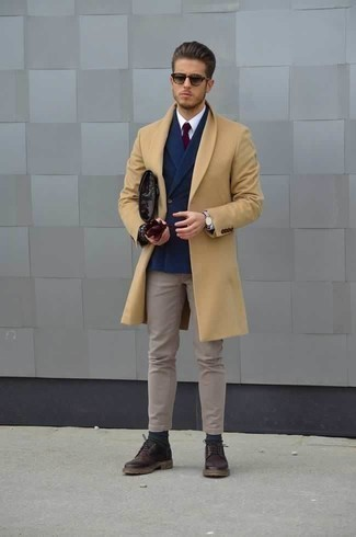 How to Wear Dark Green Socks For Men: A camel overcoat and dark green socks are great menswear essentials to have in your daily routine. A pair of dark purple leather derby shoes easily bumps up the style factor of this look.